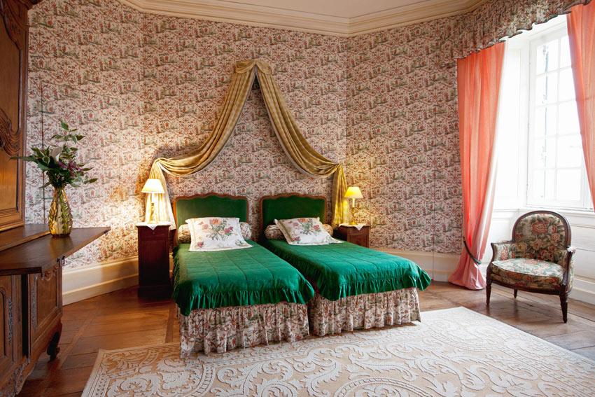 chateau de sannat. Black Bedroom Furniture Sets. Home Design Ideas